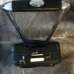 Tumi briefcase roller